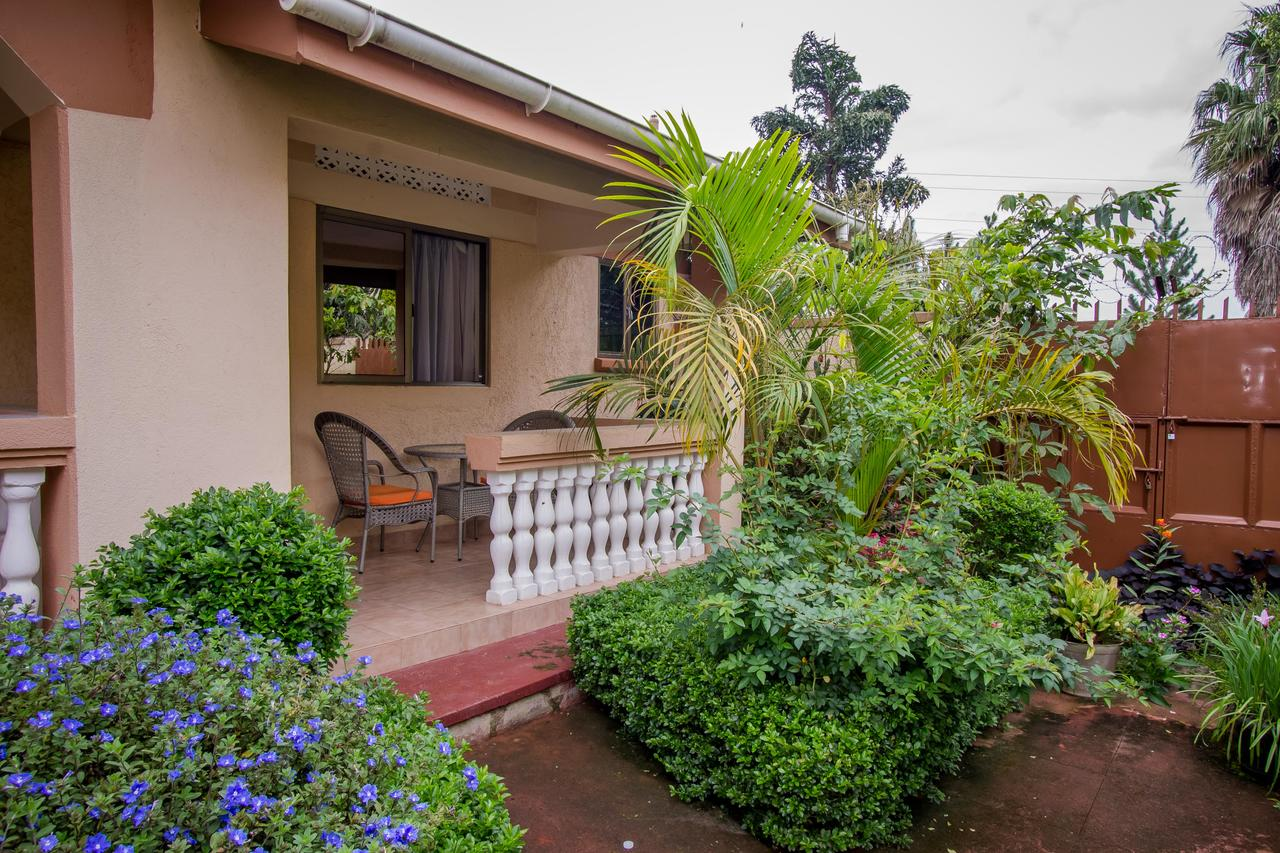 Tuzza Hotel Rooms in Bushenyi bed and breakfast